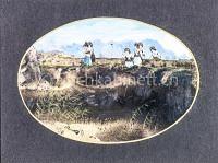 Frauengruppe in Landschaft spazierend